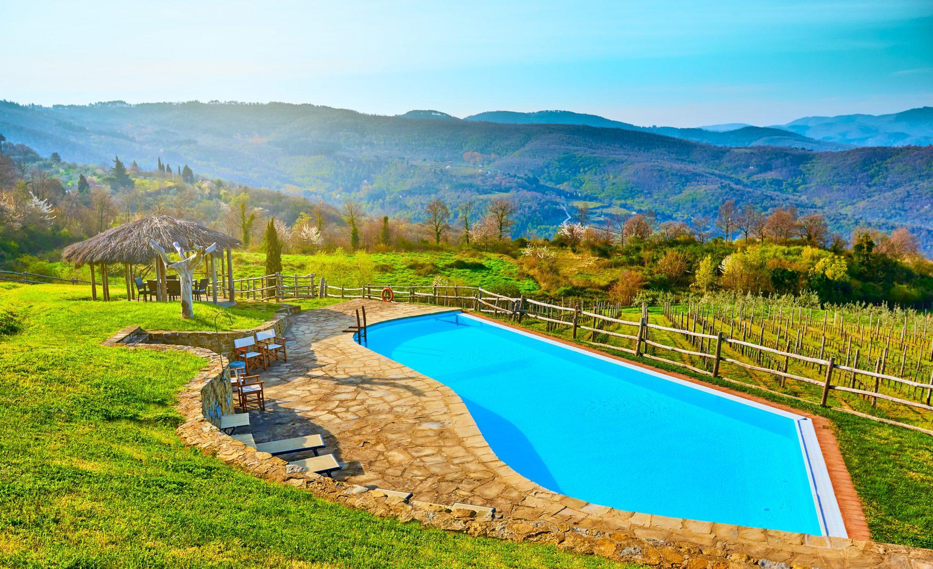Zwembad bij vakantie villa in Toscane