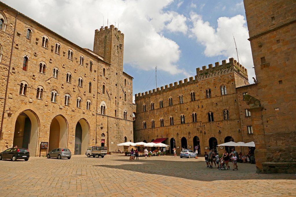 Piazza Priori, Volterra