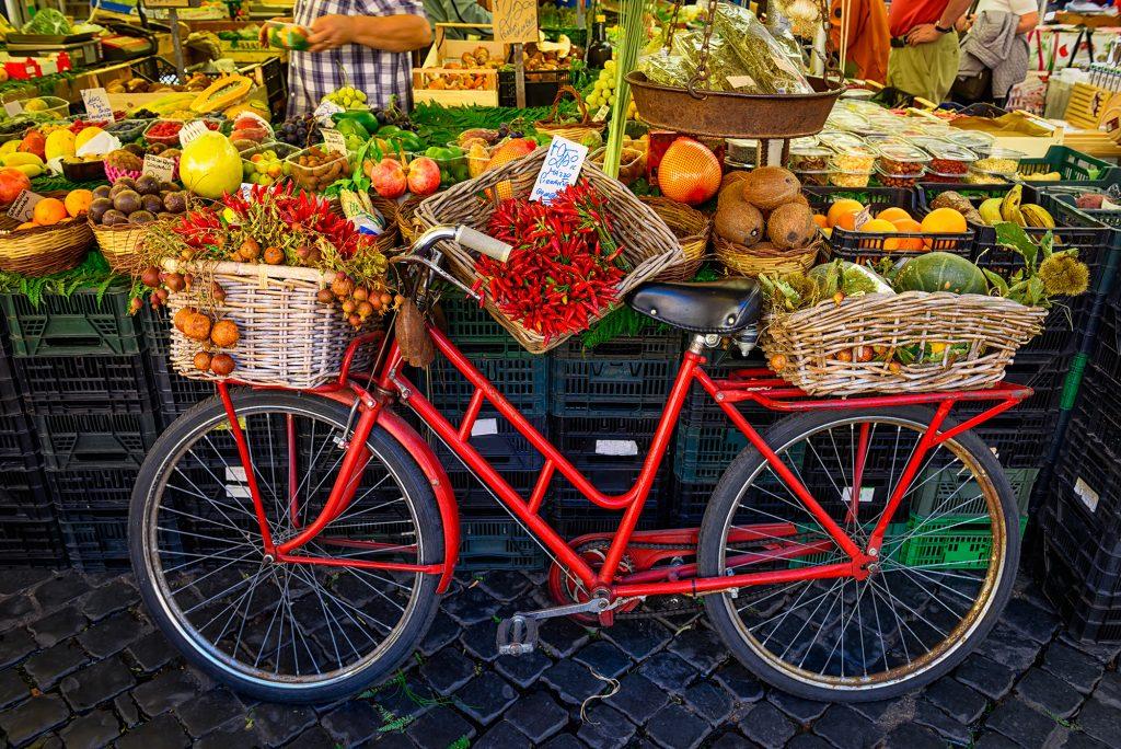 De wekelijkse markt op woensdag in Forte dei Marmi